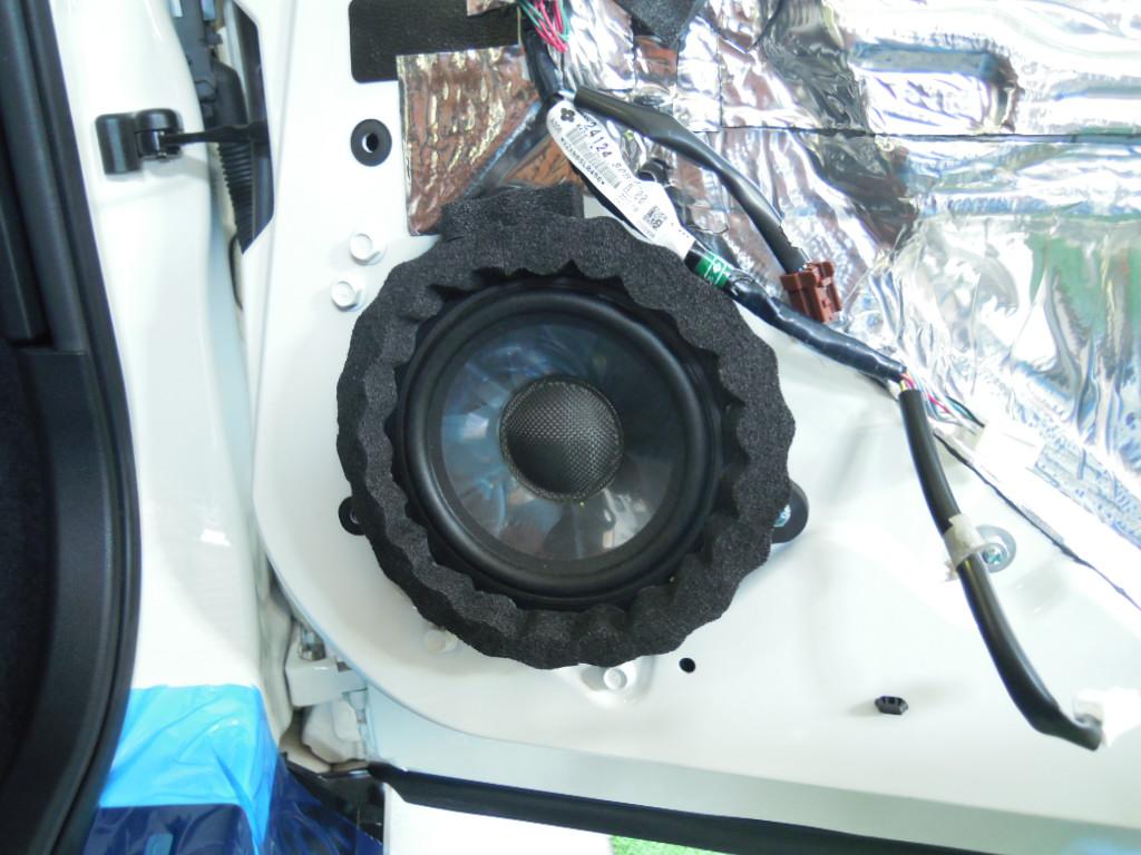ドアウーハーはデットニング、インナーバッフル製作でしっかりと取付。