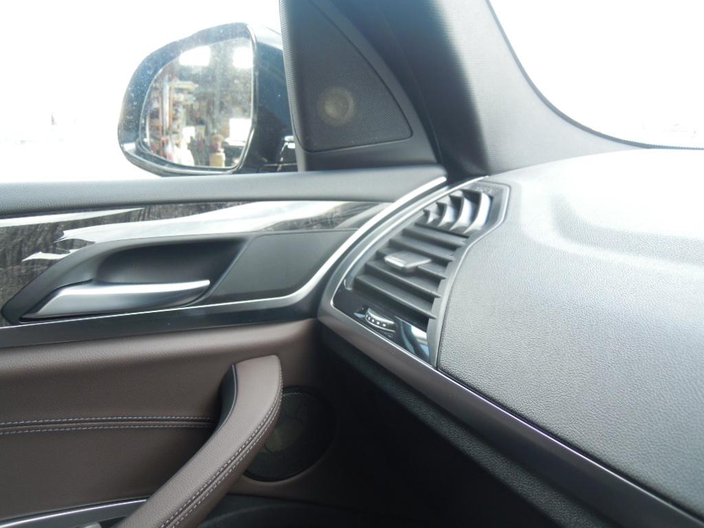 フロントは定番の専用ユニット、フォーカルES100K for BMWを施工♪
