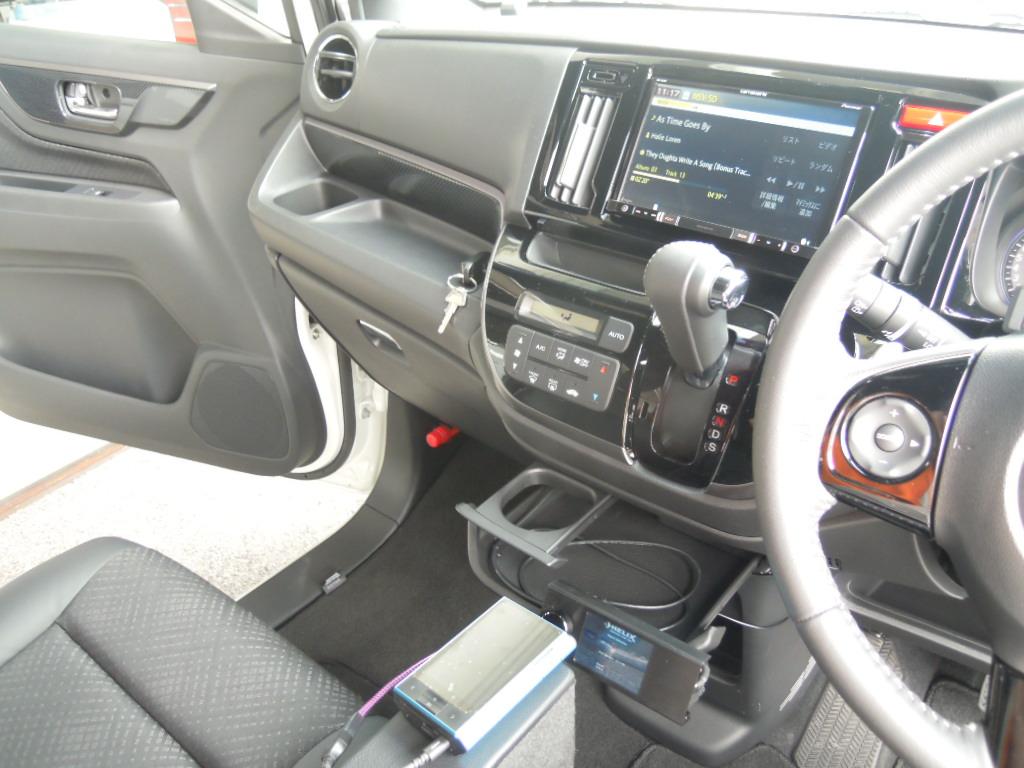 車両入れ替えに伴い、フルシステム施工でのお預かりです。<br /> ナビゲーションは楽ナビ9V型を取付。
