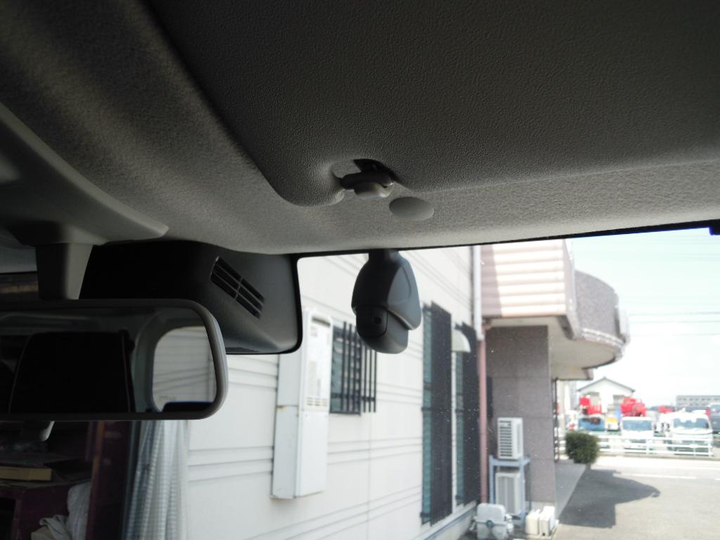 ドライブレコーダーはナビ連動タイプのDRV-MN940を取付♪